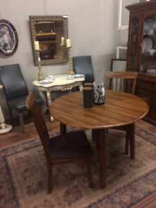 "42""Dia Drop Leaf Dining Table w/2 Chairs"
