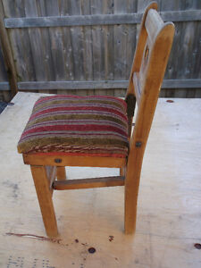 ANTIQUE LITTLE FOLDING CHAIR ( CHILDS ) Cornwall Ontario image 2