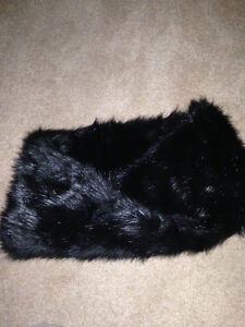 Black faux-fur rounded scarf, NWT