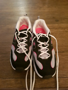 Ladies runners, size 11