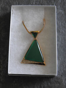 BRAND NEW necklace (with box) - large green pendant *gift idea*