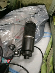 Audiotechnicas at2020s condensing microphone.