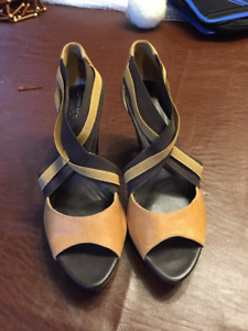 Just reduced!!! Rockport sandals size 6