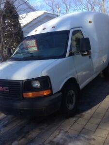 gmc savana 3500 box round (OTERBURN PARK)