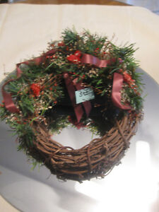 COMPACT LITTLE 7-IN. VINED WREATH in BROWN TONES