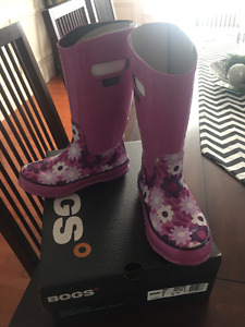 Girls Size 1 Youth Bogs Rainboots -new in box
