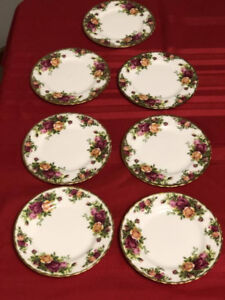 Royal Albert Country Rose - Fine China - 33 Pieces