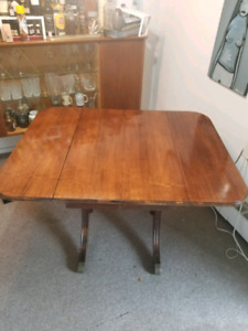 Duncan Phyfe Solid Wood Dining Room Table