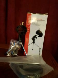 Brand new in box Neewar popscreen tripod for microphone