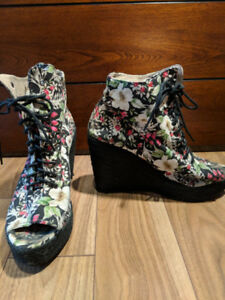 Ego and Greed Floral Fabric Bowler ESP Wedge Heel Shoes 9.5W US
