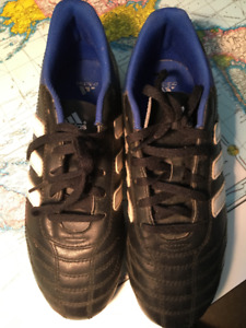 Adidas Boys Soccer shoes size 6