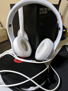 Beats Solo 2 White in Great Condition