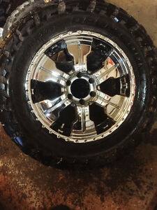 """Set of 20""""chrome rims with 35's $750 OBO"""