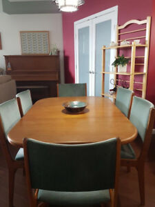 Beautiful Teak Table & 6 chairs