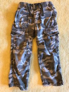 Boys Old Navy Straight Leg Cargo Camo pants - 4T