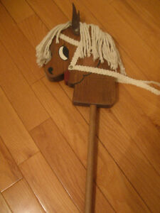 WHOA! ADORABLE VINTAGE CHILD'S SOLID WOOD TOY STICK-PONY PETE