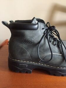 Men's Roots Tuff Boots. Size 10. Winter Boots. London Ontario image 3