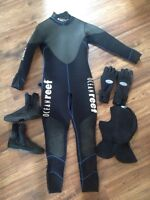 Wetsuit for scuba diving with gloves, boots, hood