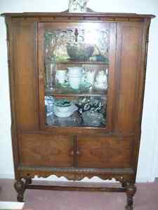 Oak China Cabinet and Matching Sideboard Peterborough Peterborough Area image 3