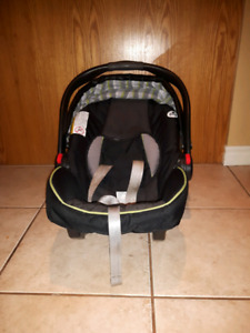 Graco carseat, 2 bases and stroller