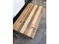 Coffee table. Reclaimed wood. Pallet furniture.