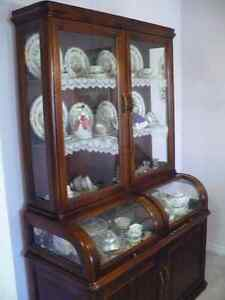 Beautiful cherry china cabinet in excellent condition