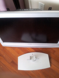 Reduce to sell asap  27 flat secreen color tv w sall stand