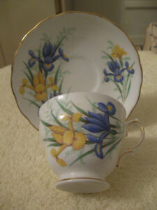 BEAUTIFUL OLD VINTAGE ROYAL VALE BONE CHINA CUP & SAUCER
