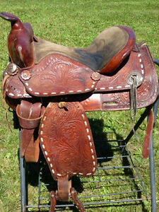 15 in WESTERN SADDLE WITH BUCK STITCHING