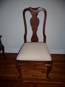 Queen Anne Style Dining Table and 4 Chairs Sarnia Sarnia Area image 2
