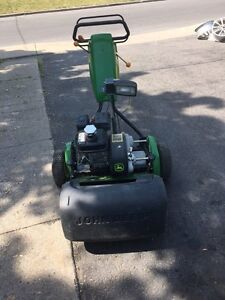 JOHN DEERE 220C green mower West Island Greater Montréal image 1