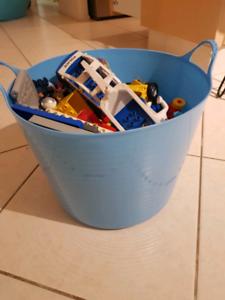 Big bucket of Duplo with base plate !