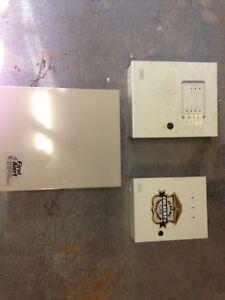 Lot de boîtiers pour systèmes d'alarme West Island Greater Montréal image 5