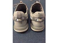 Nike roshe two kid's shoes size uk 3.5
