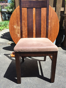 Chaises en bois, coussine en suede