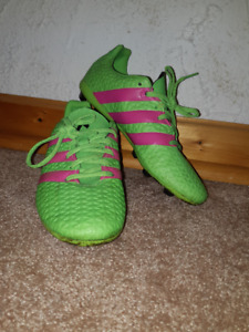 Girls Soccer Cleats - Size 4