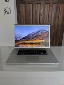 MacBook Pro (17-inch, 2010)    (i7, 4GB,  500GB)