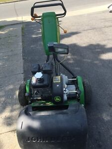 JOHN DEERE 220C green mower West Island Greater Montréal image 2