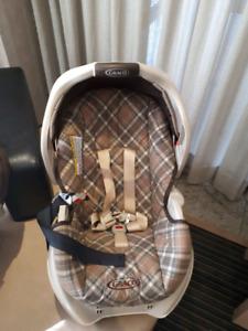 2 siège  d'auto  pour bébé Graco et 1 Eddy Boyer