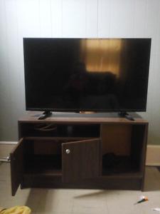 Insignia Flat  Screen  TV  45'  HD
