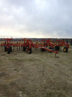 1995 Bourgault 8800 Cultivator