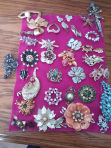 Brooches assorted