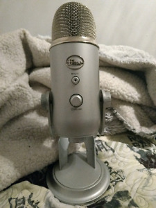 Blue Yeti Mint Condition With Cord And Box