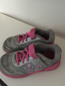 Under armour girls running shoes. Size 10.