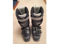 JUST REDUCED! Salomon women's ski boots, size 24-24.5 (4)