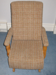 CHILD'S EASY ROCKING CHAIR