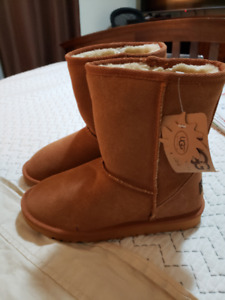 BRAND NEW UGGS BOOTS