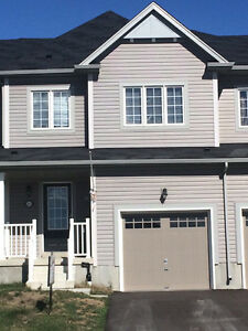 Clean and Bright Family Townhouse- West Brantford