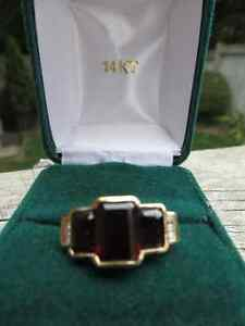 Ladies Garnet Ring
