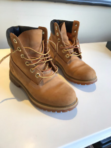Almost new / gently worn - Youth size 6.5 Timberland Boots.